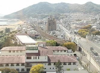 須磨浦商店街は、「町並みのある静かな商店街」を目指し、地域と連携して商店街の活性化に取り組んでいます。